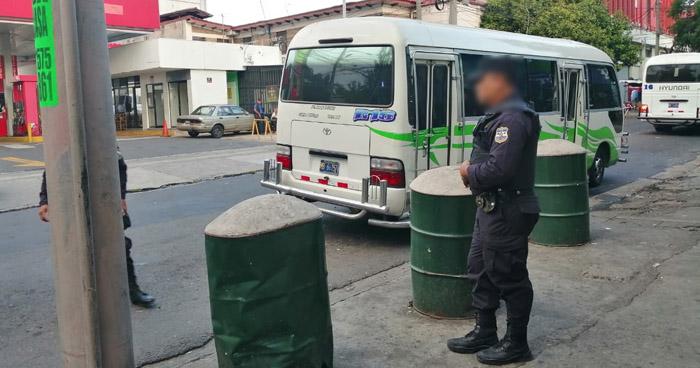 Apuñalan a hombre en intento de asalto al interior de microbús Ruta 16