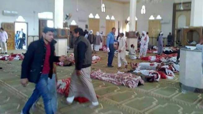 Al menos 235 muertos y 130 heridos tras un atentado en una mezquita de Egipto