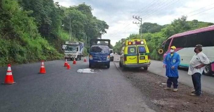 Anciano muere al ser atropellado en desvío a Chinameca, San Miguel