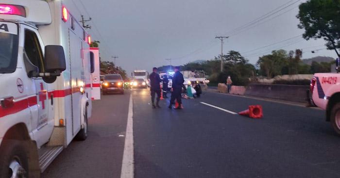 Mujer muere tras ser atropellada en carretera a San Juan Opico, La Libertad