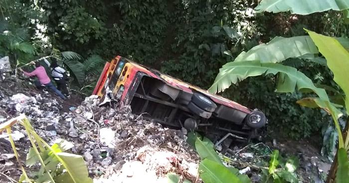Autobús Ruta 21 cayó a un barranco en Santiago Texacuangos