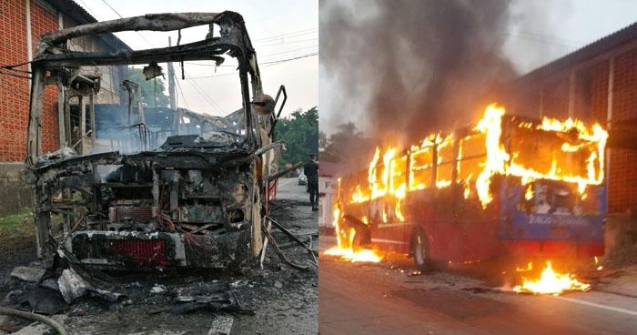 Autobús de la R-10 destruido luego de incendiarse en carretera Troncal del Norte