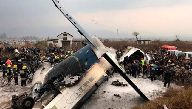Un avión se estrella en Nepal mientras intentaba aterrizar y deja decenas de muertos