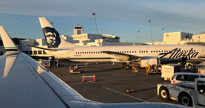 Avión de Alaska Airlines fue robado por un empleado, quien despego, hizo acrobacias y luego se estrello
