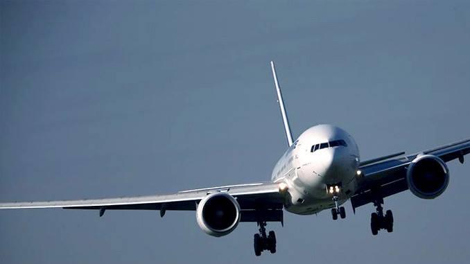 avion impactado por un rayo en pleno vuelo