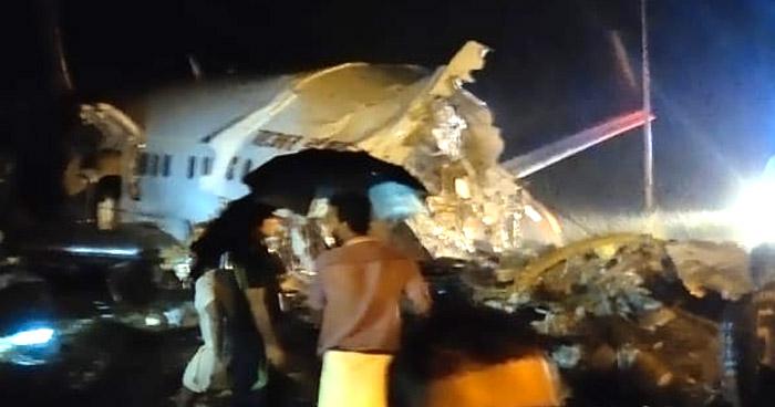 Avión con más de 170 pasajeros a bordo se parte en dos durante el aterrizaje en India