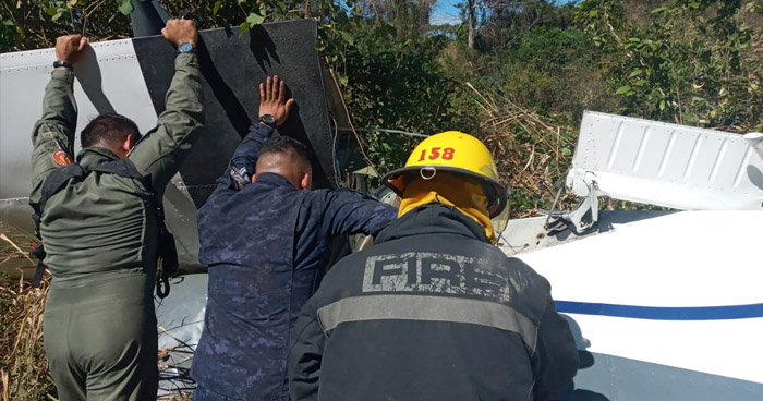 Tres fallecidos tras caer avioneta en zona boscosa de Changallo, Ilopango
