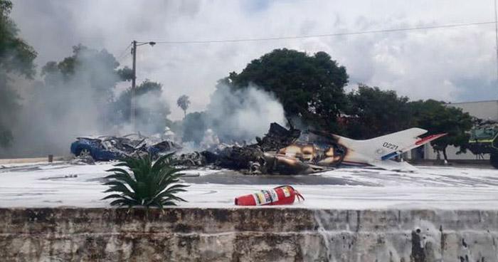 Siete personas murieron al estrellarse avioneta de la Fuerza Aérea de Paraguay