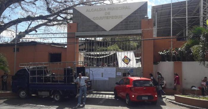 Trabajadores de la Alcaldía de Cojutepeque paralizan labores