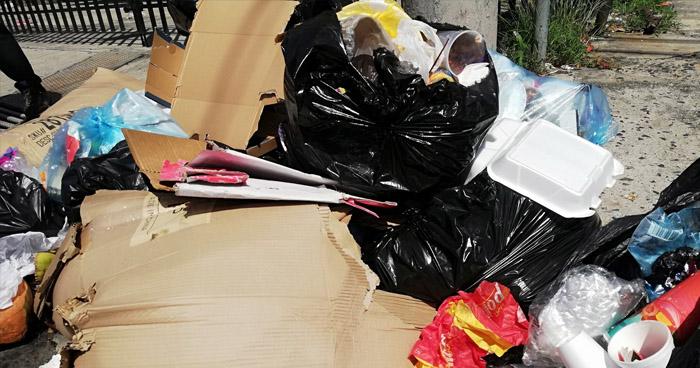 Promontorios de basura en el Centro de San Salvador por nuevo bloqueo en relleno sanitario