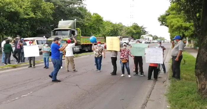 Cierran paso en carretera de Oro en protesta por falta de agua