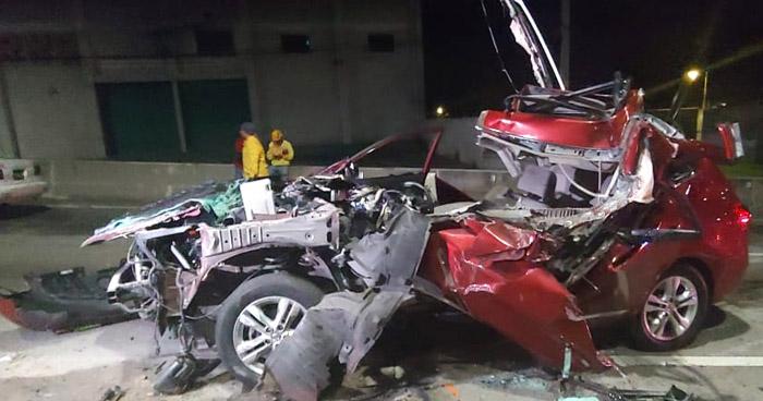 Sobrevive de milagro tras chocar contra un camión en Bulevar Monseñor Romero