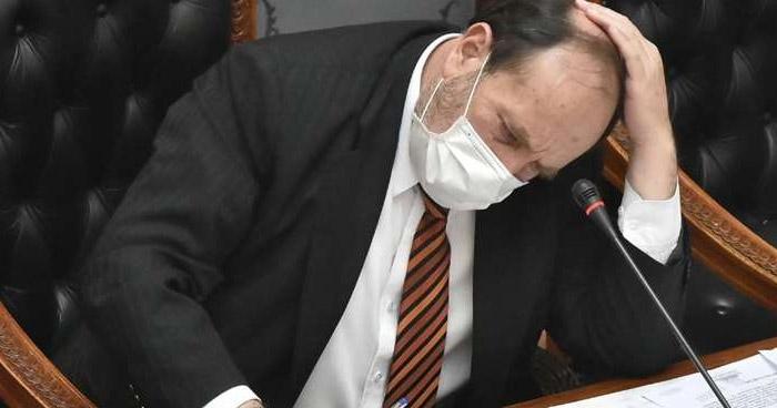 Bolivia: Prisión para ministro por compra sobrevalorada de ventiladores para pacientes con COVID-19