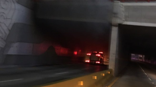 Un vehículo se incendio dentro del túnel del Redondel Masferrer