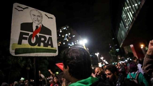 Brasileños piden la destitución del actual presidente