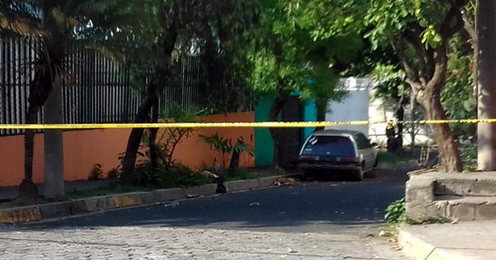 Encuentran cadáver de un hombre envuelto en sabanas en colonia de San Salvador