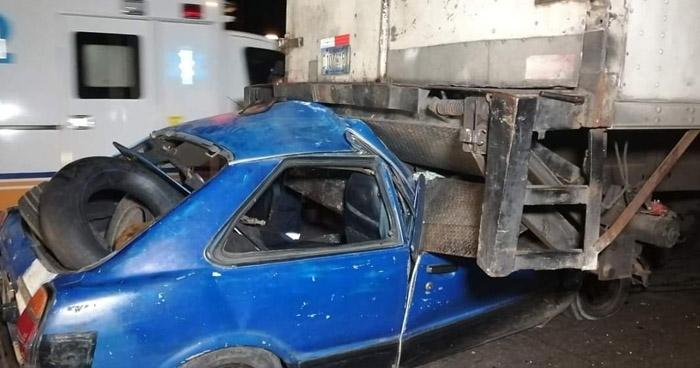 Conductor sobrevive tras aparatoso choque en Bulevar Constitución