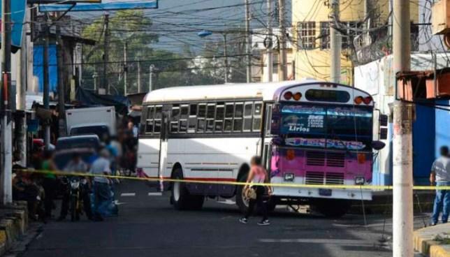 Pandilleros asesinan a un hombre dentro de un bus de la ruta 6 en calle a Mariona, Cuscatancingo