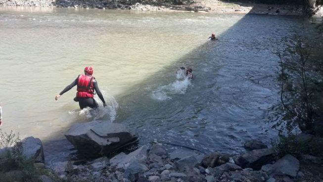 Cuerpos de socorro y bomberos realizan búsqueda de joven ahogado en el río Lempa