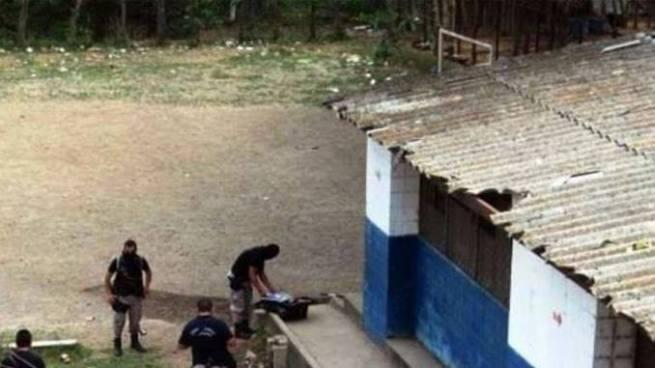 Encuentran cadáver envuelto en sabanas en las cercanías de un centro escolar en Chinameca