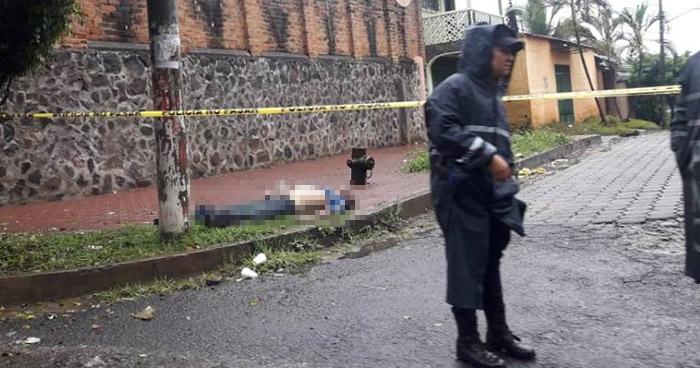 Encuentran a un profesor sin vida frente al colegio Monte Carmelo de Ahuachapán