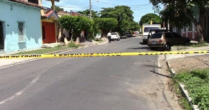 Encuentran cadáver desnudo en barrio San Miguelito de Santa Ana