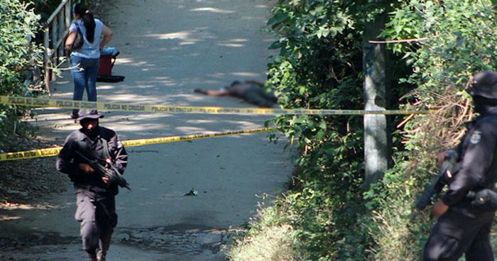 Encuentran flotando el cadáver de un hombre en el estero de San Luis La Herradura