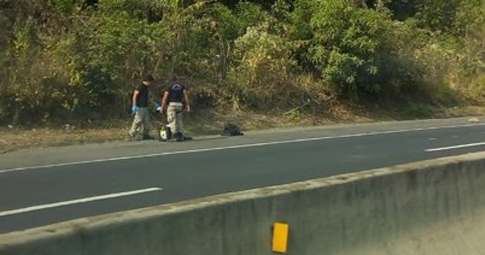 Encuentran cadáver embolsado en carretera a Quezaltepeque, La Libertad