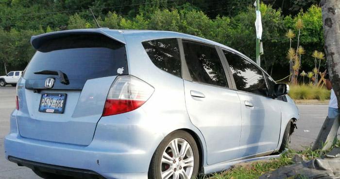 Encuentran un cadáver al interior de un vehículo sobre la Avenida Masferrer Norte