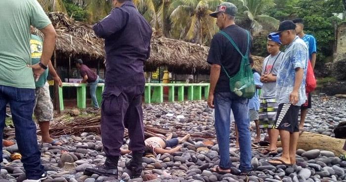 Hallan cadáver de un menor de edad en playa El Obispo del Puerto de Libertad