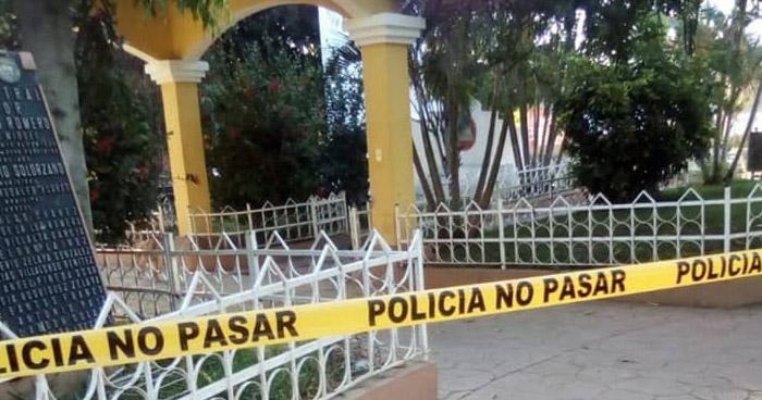 Hombre fue asesinado con arma blanca en el parque central de Moncagua, San Miguel