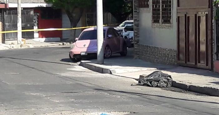 Abandonan cadáver envuelto en bolsas plásticas cerca del Mercado San Miguelito
