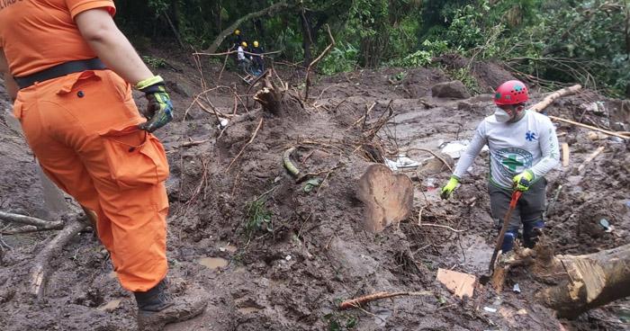Localizan 1 cadáver de las 7 personas soterradas en Santo Tomás