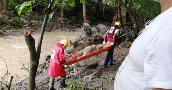 Recuperan cadáveres de mujer embarazada y niño de 6 años que fueron arrastrados por río en La Libertad