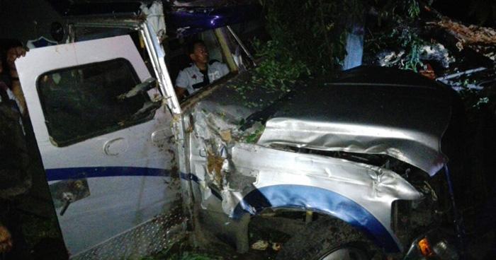 Accidente de transito entre camion blindado y sedan deja 3 personas lesionadas en el desvío de Opico