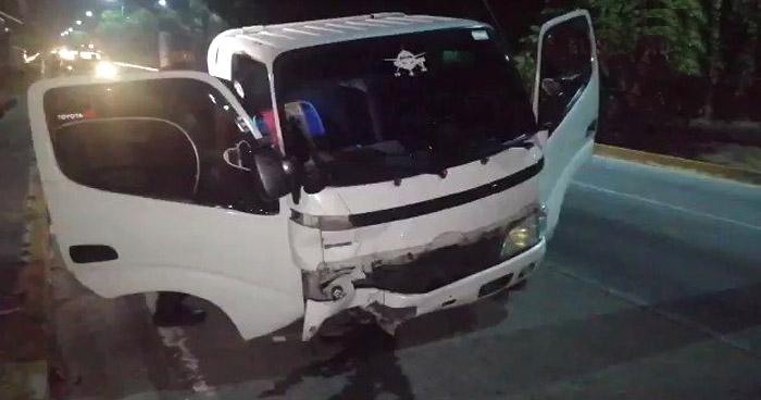 Capturan a 2 conductores ebrios tras accidentarse en diferentes puntos