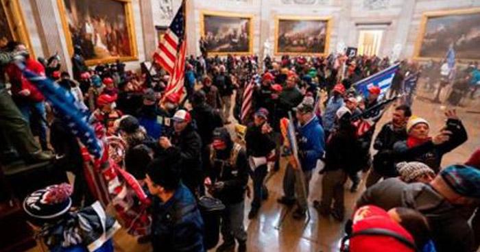 Un herido de bala durante protesta organizada por simpatizantes de Donald Trump en el Capitolio