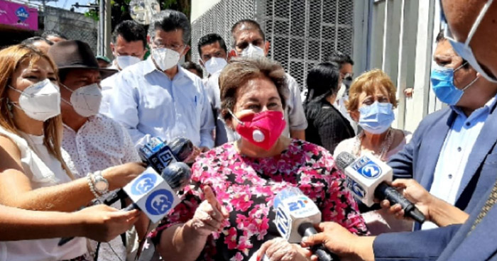 Comitiva de COMURES presenta solicitud en Casa Presidencial para agilizar FODES