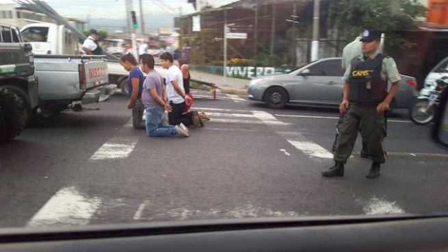 Capturan a supuestos asaltantes en calle Chiltiupán, La Libertad