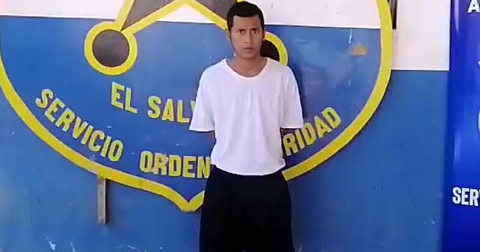 Sorprenden a delincuentes reunidos en colonia de Ahuachapán y capturan uno armado