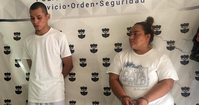 Capturan a mujer transportando dos armas de fuego en San Miguel