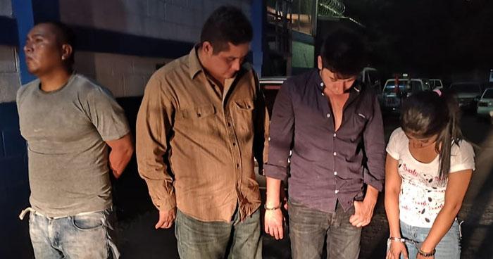 Ladrones fueron capturados después que abrieran un vehículo y robaran objetos de valor