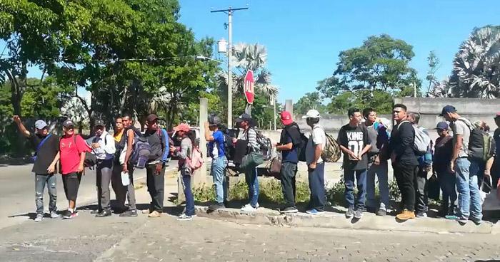 Nueva caravana de migrantes parte rumbo a EEUU desde El Salvador