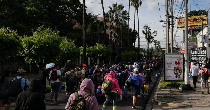 Militares impedirán el paso de la caravana de migrantes a EU: Trump
