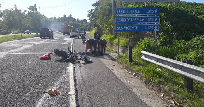 Dos lesionados tras accidente de motocicleta en Cojutepeque
