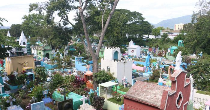 Cementerio en Ilopango colapsado por aumento de entierros bajo protocolo de COVID-19