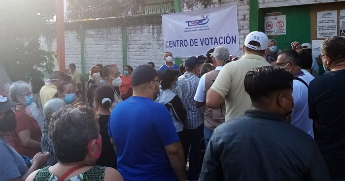 Disturbios por evitar cierre de centros de votación