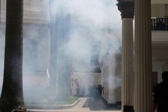 Diputados fueron golpeados por colectivos chavistas en Venezuela