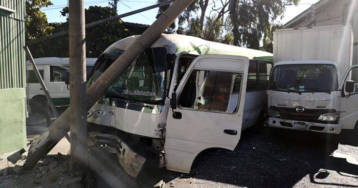 Motorista de Ruta 109 choca por conducir a excesiva velocidad y deja un lesionado