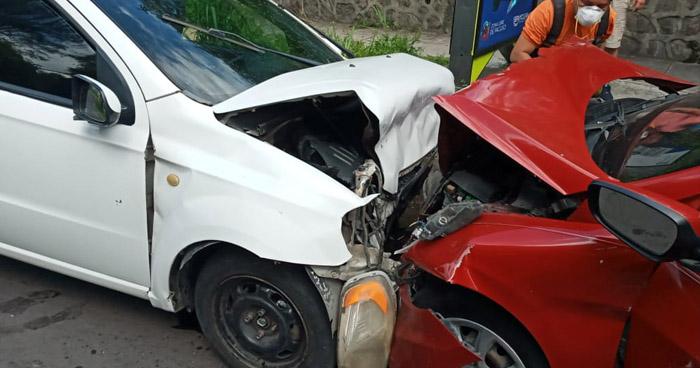 Cinco lesionados tras choque en calle Universitaria Norte, San Salvador